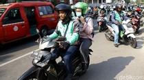 Protokol New Normal Driver Ojol: Penumpang Bawa Helm Sendiri