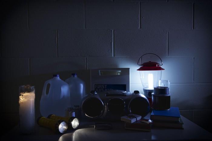 Ilustrasi lampu darurat saat mati lampu. Foto: iStock