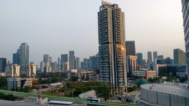 Dinas LH Banggakan Udara Jakarta Lebih Baik dari Singapura Pagi Ini