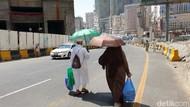 Taktik Jemaah Haji Melawan Panas Terik