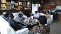 Perwakilan warga Desa Komodo bertemu Dirjen KSDAE, Wiratno (dok Istimewa)