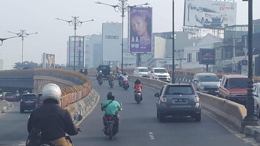 Pekanbaru Diselimuti Kabut Asap, Jarak Pandang 1,5 Km