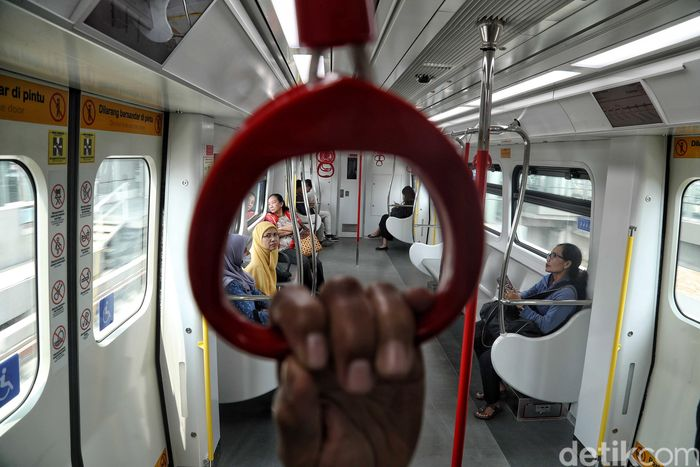 Moda transportasi LRT jadi salah satu transportasi publik yang terkena imbas pemadaman listrik massal di sejumlah wilayah Jakarta, Jawa Barat hingga Banten pada Minggu (4/8/2019).