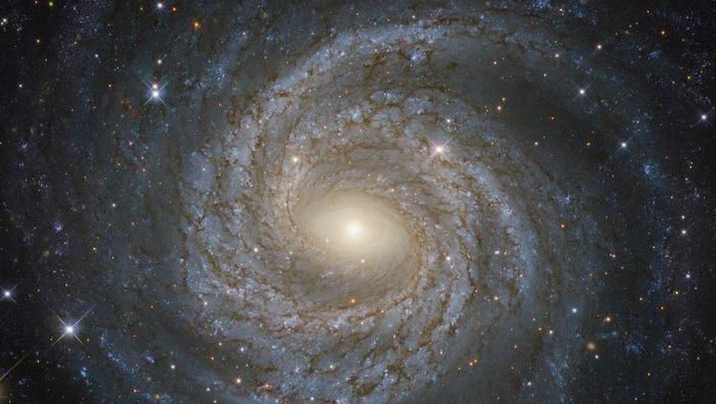 Teleskop Hubble Potret Galaksi yang Sedang Sekarat