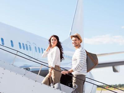 Jangan Mesum dan 9 Tips Naik Pesawat Bareng Pasangan