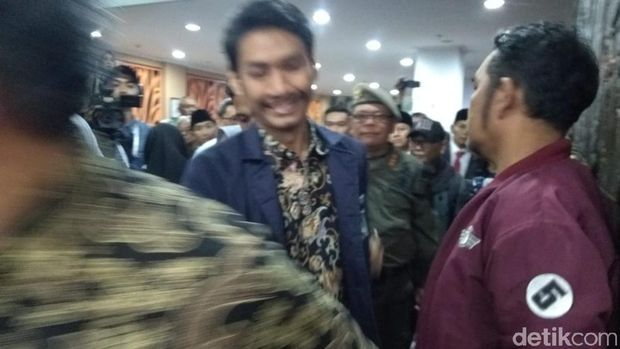 Penyusup Bentangkan Spanduk 'Kematian Aspirasi' di Pelantikan DPRD Bandung
