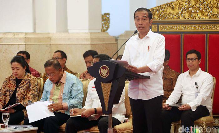 Presiden Joko Widodo, Senin, memimpin Sidang Kabinet paripurna membahas Rancangan Undang-Undang beserta Nota Keuangan RAPBN Tahun Anggaran 2020.