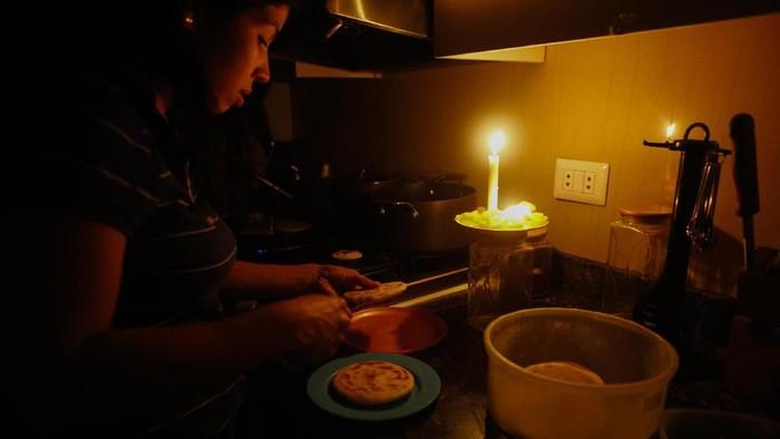 Pemadaman listrik massal yang terjadi di Jakarta dan Jawa Barat gegerkan masyarakat. Selain Jakarta, beberapa kota dan negara ini juga pernah alami hal serupa.