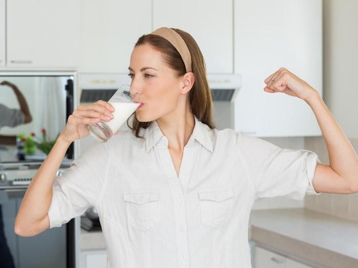 Manfaat minum susu sebelum tidur. Foto: iStock