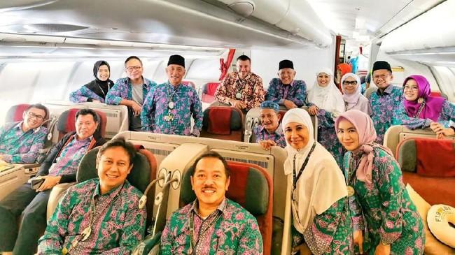 Image result for menteri rini soemarno naik haji