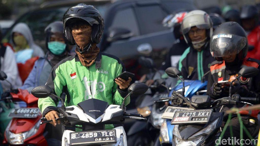Agar Tak Mudah Sakit, Driver Ojol Romantis Edwin Selalu Sempatkan Olahraga