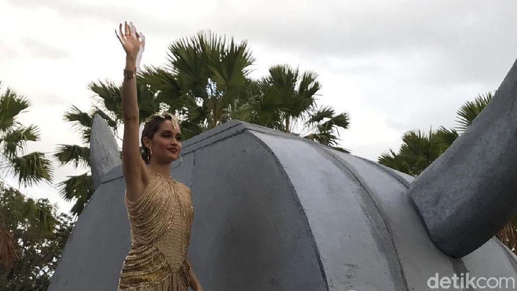 Cinta Laura dan Puteri Indonesia 2019 Tutup Jember Fashion Carnaval