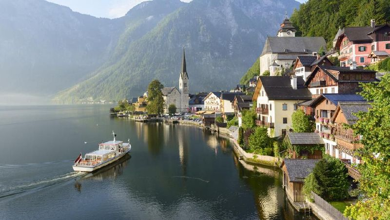 Di Austria terdapat sebuah desa yang suasananya mirip sekali dengan gambaran di negeri dongeng. UNESCO pun memasukan kota ini ke dalam Warisan Dunia. (iStock)
