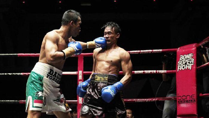 Daud Yordan mengalahkan petinju asal Thailand Aekkawee Kaewmanee (Mahkota Promotion)
