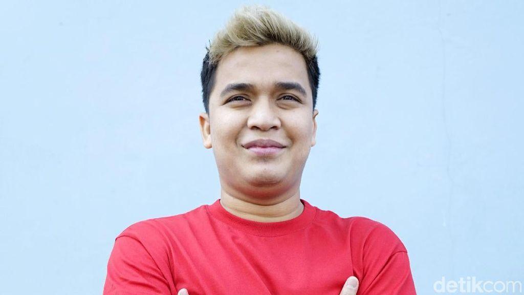 Cerita Billy Syahputra Terjebak Demo saat Main Bola di Senayan