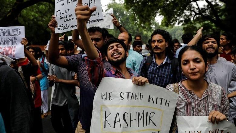 Warga Bentrok dengan Polisi di Kashmir India, 6 Orang Terluka