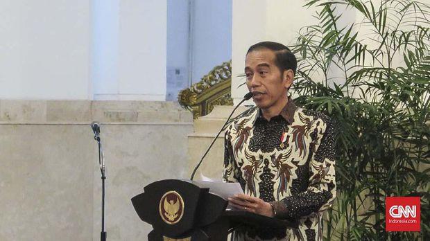Presiden Jokowi akan mencopot pejabat Polri-TNI yang tak serius tangani karhutla.