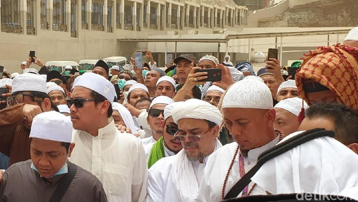 Habib Rizieq saat Hadiri Pemakaman Mbah Moen (Foto: Ardhi Suryadhi/detikcom)