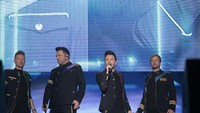 Histeris Penonton Naik ke Panggung, Westlife Medley Panjang Lagu Queen