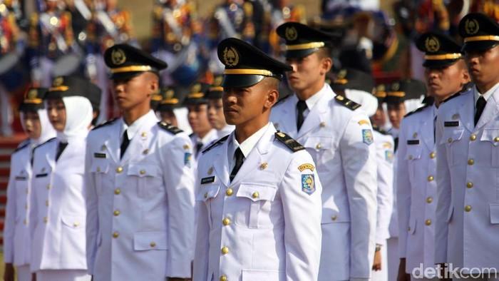 Wakil Presiden Jusuf Kalla (JK) melantik 744 pamong praja muda IPDN. Pelantikan itu diselenggarakan di Lapangan IPDN, Jatinangor, Jabar, hari ini.