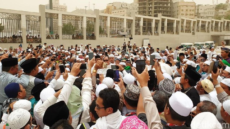 Kata PBNU soal Tuduhan Habib Rizieq Serobot Doa di Makam Mbah Moen