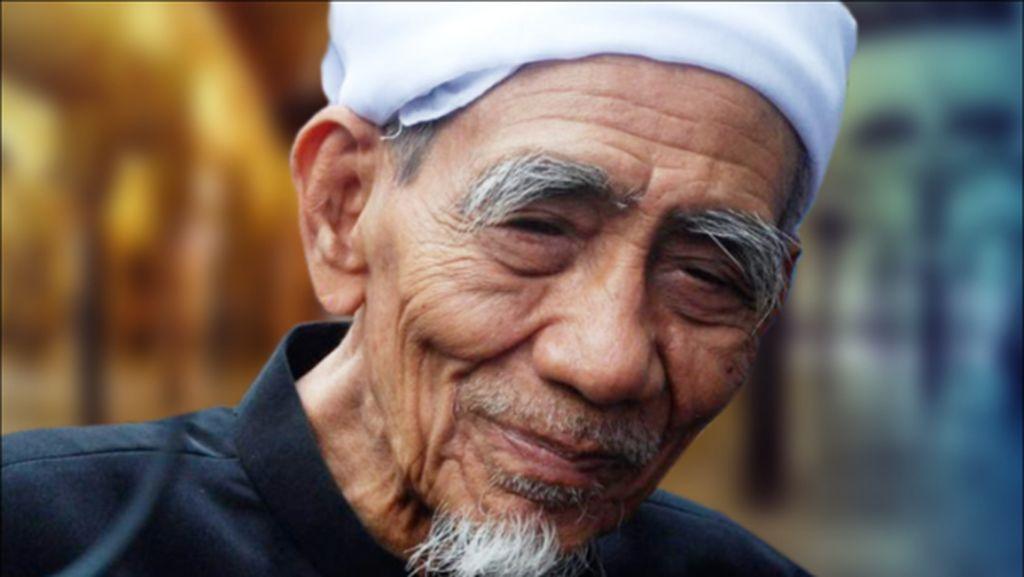 Doa Netizen untuk Mbah Moen Tak Terbendung