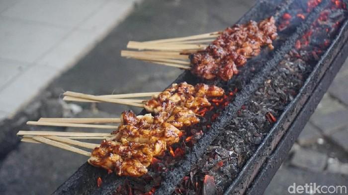 Daging merah dan bakar-bakaran adalah faktor risiko kanker usus. Terus gimana dong? (Foto: dok. detikFood)