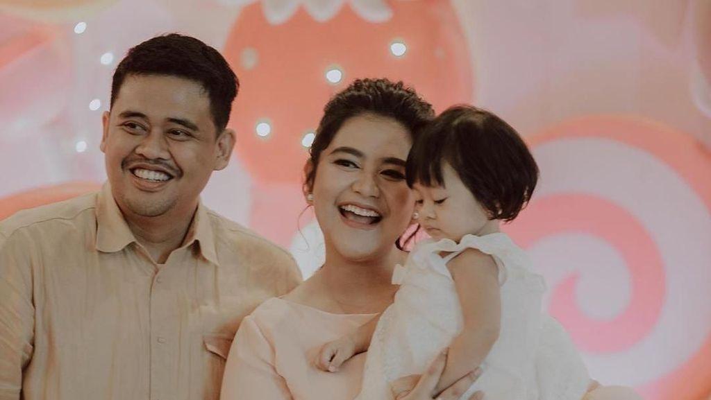 Gaya Keluarga Jokowi di Pesta Ulang Tahun ke-1 Sedah Mirah yang Serba Pastel