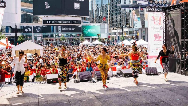 KJRI Toronto bersama komunitas Indonesia di Toronto sukses menggelar Indonesian Street Festival (ISF) pada Minggu (4/8) lalu. Acaranya meriah dan dihadiri ribuan orang Kanada. (dok. KJRI Toronto)