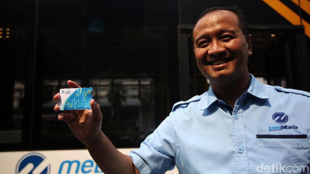 TransJakarta Sosialisasi Pembayaran Tap On Bus