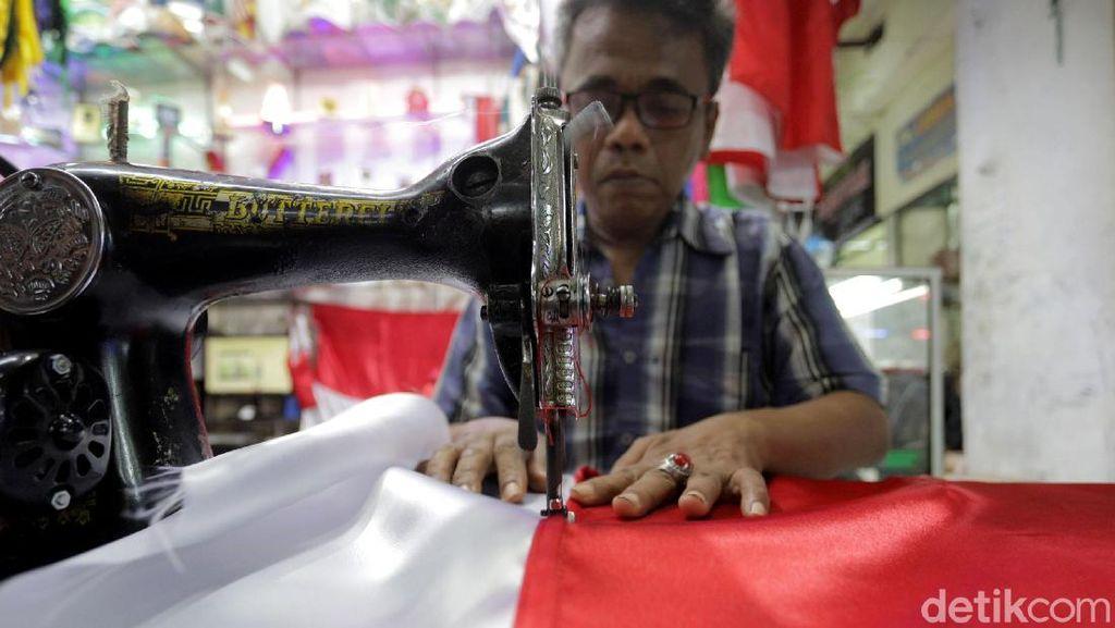 Berkah di Bulan Agustus, Penjahit Bendera Kebanjiran Order