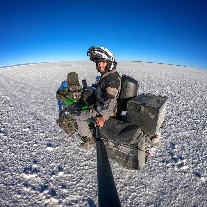 Penjelajah Keindahan Dunia Pakai Motor