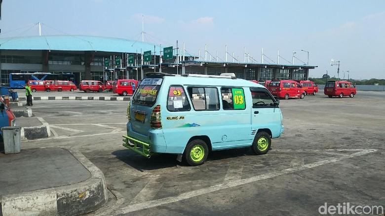 Ilustrasi angkot di Terminal Pulogebang (Randy/detikcom)