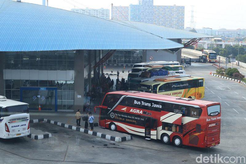 Selang dua tahun lebih, belum banyak perubahan di Terminal Pulogebang. Kondisinya masih mirip seperti saat awal-awal soft launching (Randy/detikcom)