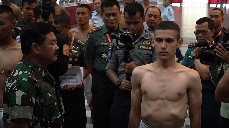 Diviralkan Terkait HTI, Enzo Allie Dipertahankan TNI Jadi Taruna Akmil