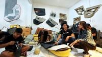 Bersama bengkelnya, Classic Car Interior, Hardi sapaan akrabnya mulai menerima order modifikasi dari kalangan artis dan influencer.