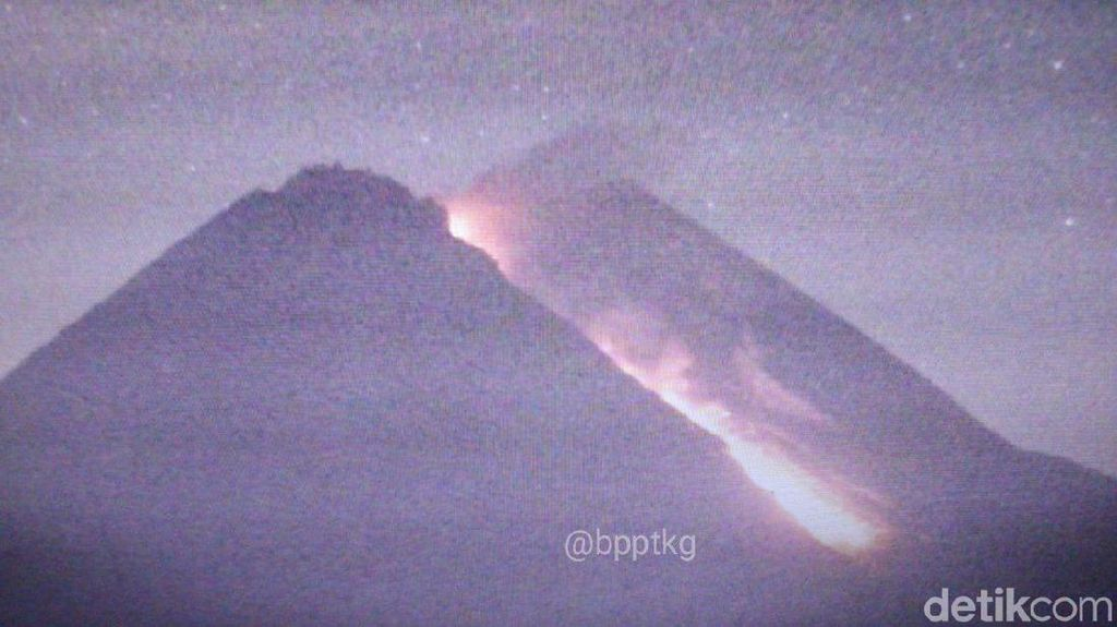 Video Detik-detik Gunung Merapi Semburkan Awan Panas