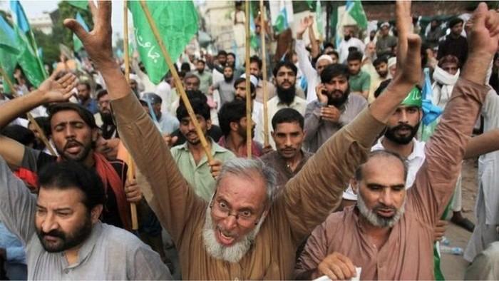 Tindakan India mencabut status khusus wilayah Kashmir menyebabkan kemarahan masyarakat di wilayah Kashmir-Pakistan. (Reuters)
