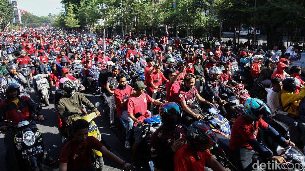 Ribuan Suporter Juku Eja Ramaikan Pawai Kemenangan PSM Makassar