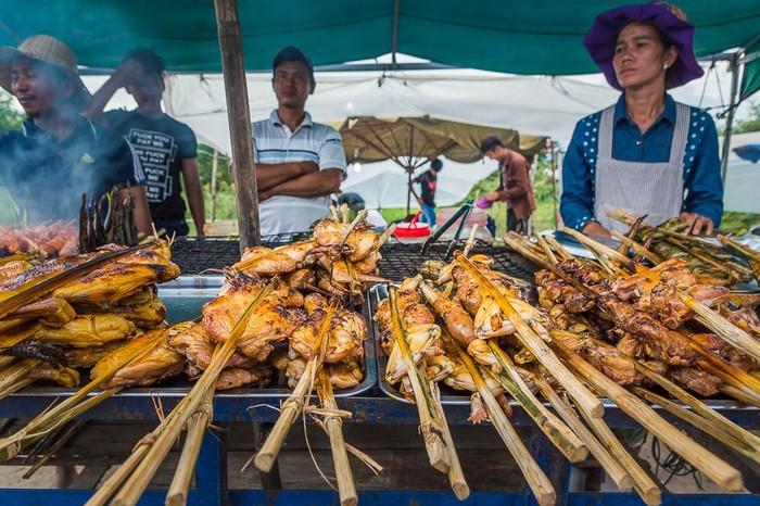 Selain Phnom Penh, kota Siem Reap juga tak kalah populer. Kota yang punya banyak jajanan kaki lima atau street food ini, siap memanjakan para pelancong yang hobi mencicip makanan eksotik. Foto: Istimewa