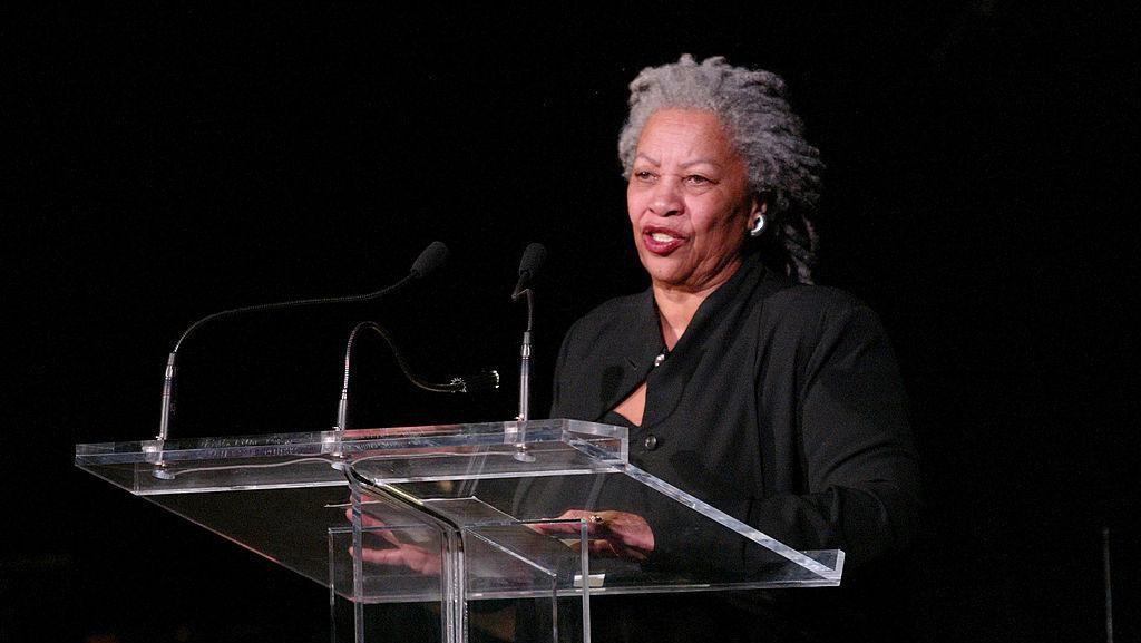 Duka Hillary Clinton untuk Peraih Nobel Sastra Toni Morrison