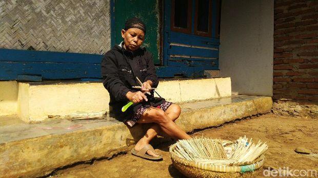 Jelang Kurban, Pengrajin Tusuk Sate di Ciamis Kebanjiran Pembeli