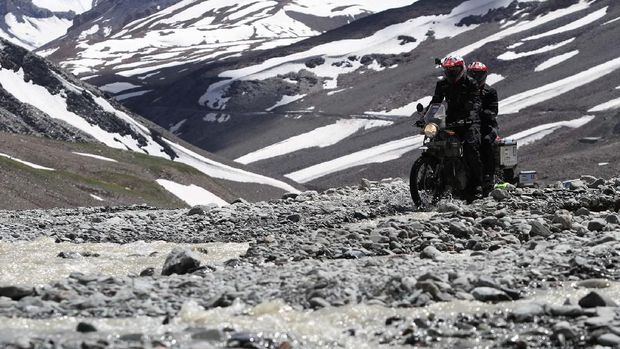 Darius dan Donna naik Royal Enfield ke Himalaya