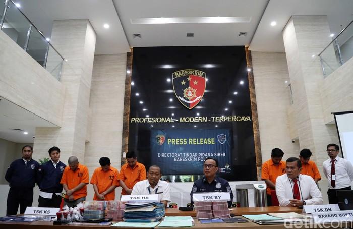 Kawanan Penipu Online Jaringan Internasional Dibekuk Polisi Foto 7