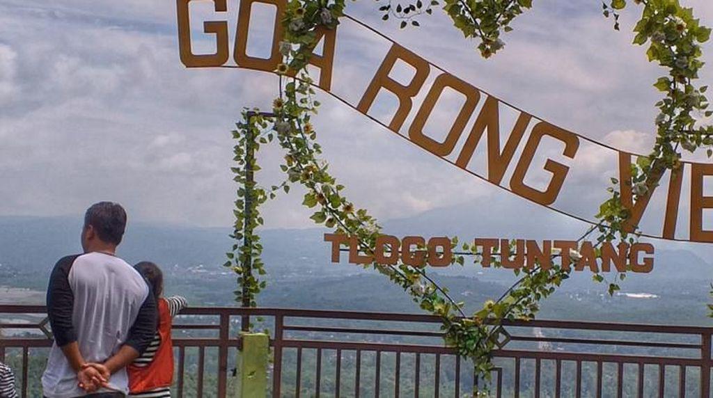 Menikmati Alam dari Ketinggian Goa Rong, Semarang