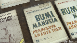 Rayakan Hari Buku Sedunia, Pilih Baca Buku Pram Atau Sapardi Djoko Damono?