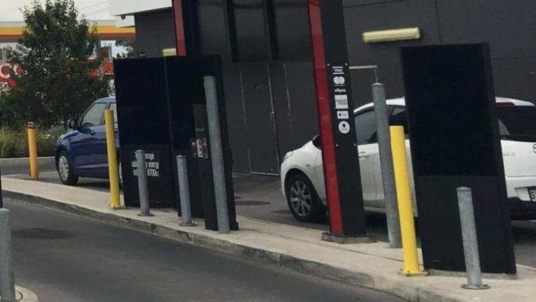 Bayar Makanan Menggunakan HP di Drive Through Australia Bisa Kena Tilang