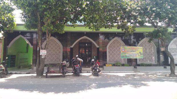 Ibu Cut Meyriska Temui BKM Masjid Perihal Pernikahan