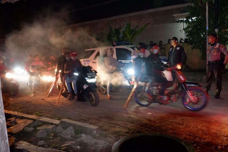 Polisi Halau Massa Perusak Rumah di Banyuwangi, Suara Tembakan Terdengar