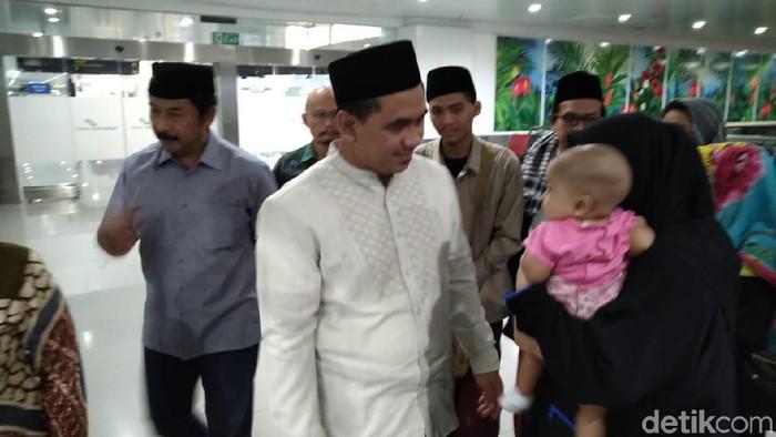 Taj Yasin dan keluarga berangkat ke Mekah. (Foto: dok. Istimewa)